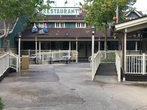 restaurantosaurus-front